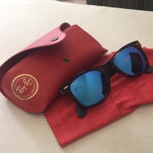 a248394aa6b85 Ray Ban Striped Havana Wayfarer Sunglasses. M 5b53798334e48a68c042eaa2